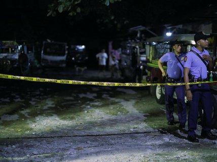 Philippines: Cuộc chiến ma túy leo thang, 80 người chết