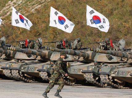 """Vì Triều Tiên, Hàn Quốc """"nở nồi"""" vũ khí"""