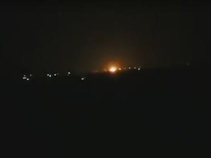 """Israel """"tấn công kho vũ khí Iran ở Syria"""""""