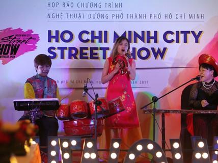 Trình diễn nghệ thuật đường phố hằng tuần trên đường Nguyễn Huệ