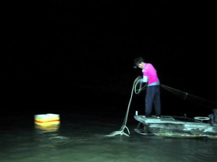 Dùng chất nổ, chất độc đánh bắt ở hồ Trị An