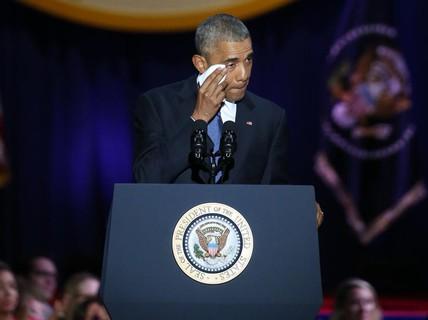 Ông Obama lau nước mắt sau lời nhắn dành cho vợ