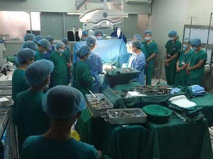 Lần đầu tiên ghép tim thành công từ người cho chết não