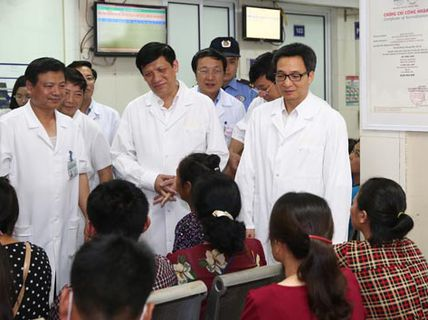 Phó Thủ tướng cảm ơn y - bác sĩ điều trị sốt xuất huyết