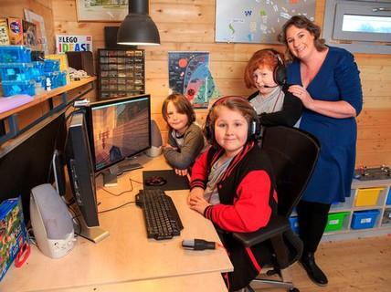 Bà mẹ dùng game làm nền tảng dạy 3 con