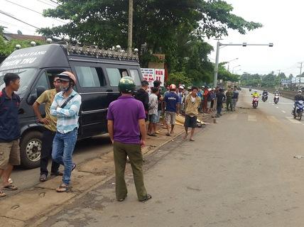 Trên đường đi học, 1 học sinh chết thảm dưới bánh xe tải