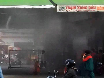 Trạm xăng phát hỏa, hàng chục người chạy thục mạng
