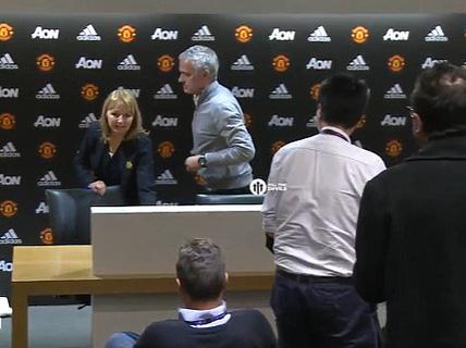 "Lần đầu báo chí Anh ""chê"" Mourinho"