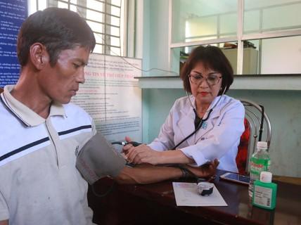 Khám bệnh, phát thuốc miễn phí cho người nghèo