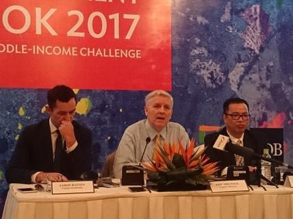 ADB cảnh báo Việt Nam đừng thành bãi rác công nghệ của Trung Quốc