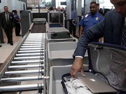 """Mỹ thắt chặt """"soi"""" thiết bị điện tử lên máy bay"""