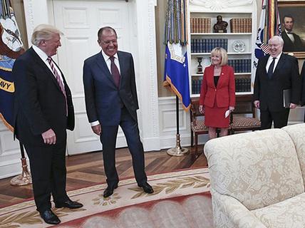 Ông Trump lại gây sóng gió