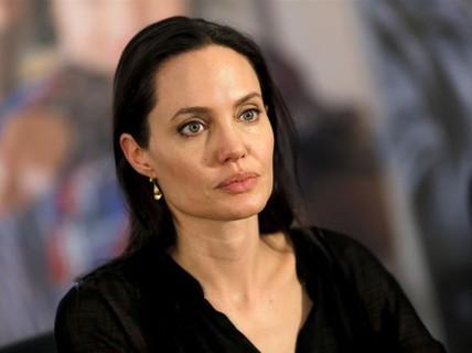 Angelina Jolie phản bác chỉ trích cô tàn nhẫn