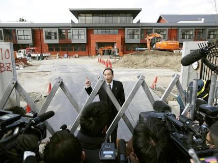 Thủ tướng Nhật Bản vướng vào bê bối của vợ