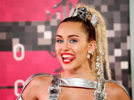 """Miley Cyrus từ """"gái hư"""" thành """"gái ngoan""""?"""