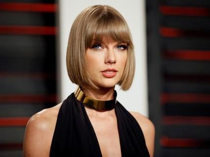 Thắng kiện, Taylor Swift làm từ thiện như cam kết