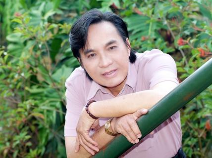 NSƯT Thanh Tuấn vác ba lô xuyên Việt