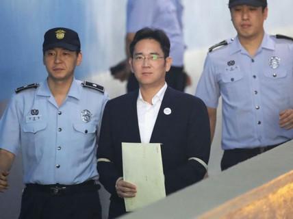 """""""Thái tử"""" Samsung lãnh 5 năm tù giam"""