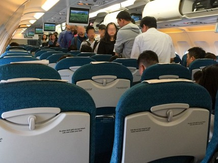 Tranh chỗ ngồi trên máy bay, đánh nhau chảy máu mũi