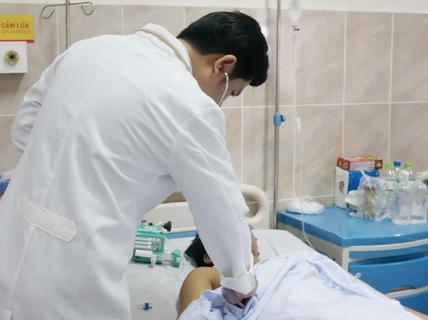 Cứu sống nam thanh niên bị đâm thủng gan, tụy, động mạch