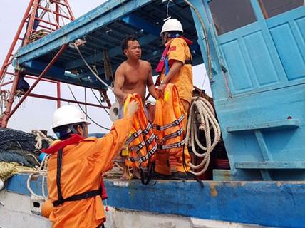 Nhiều tai nạn với tàu thuyền trước khi áp thấp tiến vào
