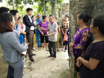 Vụ Vợ bí thư thôn nhận cứu trợ lũ lụt: Yêu cầu thu lại quà cấp sai