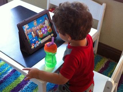 Nếu không thể cấm, đây là cách giúp trẻ dùng Ipad hiệu quả