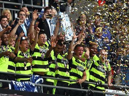 Huddersfield Town thăng hạng sau trận cầu nghìn tỉ