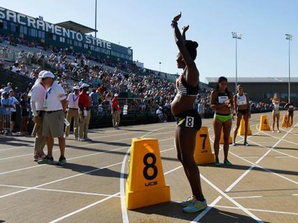 Bà bầu 5 tháng gây sốc với đường đua 800 m