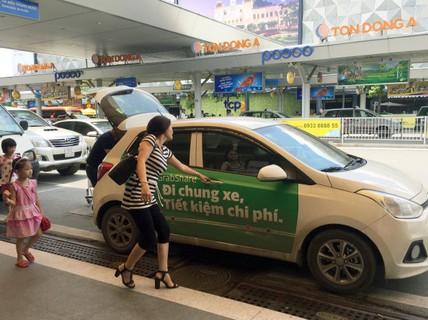 Tài xế Uber, Grab cũng bỏ nghề, ôm nợ