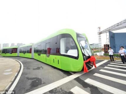 """Trung Quốc ra mắt xe """"3 trong 1"""" không cần đường ray"""