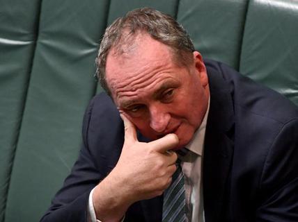 """Cơn lốc """"hai quốc tịch"""" quét tới phó thủ tướng Úc"""