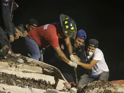 """Động đất Mexico: Hối hả cứu người sau khi thấy """"cánh tay cử động"""""""