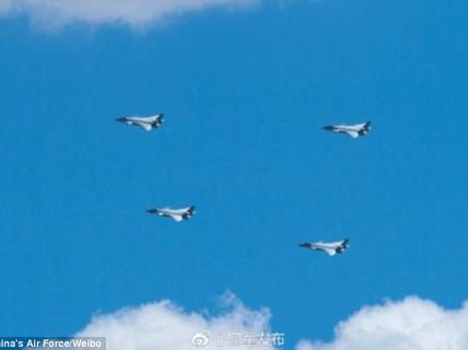 """Trung Quốc khoe chiến đấu cơ tàng hình bị nghi """"mượn"""" thiết kế Mỹ"""