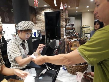 Đi ăn quẹt thẻ trả tiền, tiện lợi nhưng sao ít người dùng?