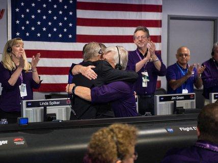 Tàu Cassini vùi mình trên sao Thổ