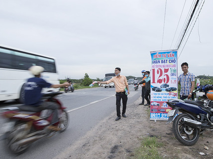 """BĐS ven Sài Gòn lên """"cơn sốt"""": Đi đâu cũng gặp cò đất!"""