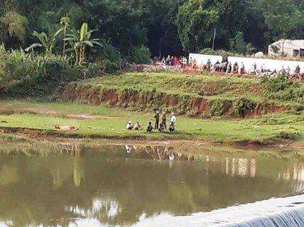 Người đàn ông chết dưới đập nước, quần áo và xe trên bờ