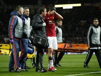 Ibrahimovic nghỉ hết năm 2017, Man United lâm nguy