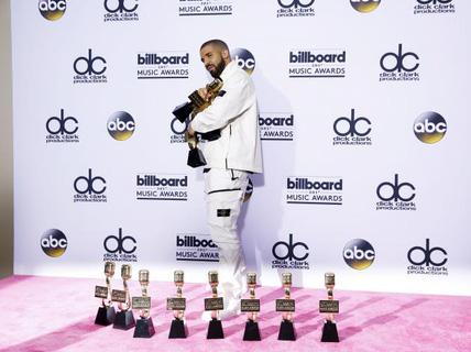 Drake vượt mặt Adele, lập kỷ lục 13 giải thưởng