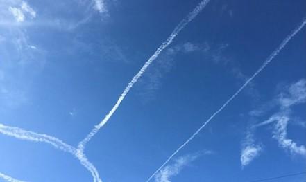 """Hải quân Mỹ xin lỗi vụ phi công """"vẽ bậy"""" trên trời"""