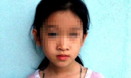 Bé gái bị mù mắt, gia đình đòi nhà trường bồi thường 1 tỉ đồng