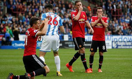 M.U thua sốc Huddersfield: Mourinho khẩu phục