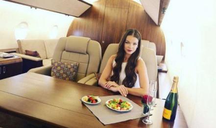 Sự thật đằng sau lối sống sang chảnh với du thuyền, máy bay riêng trên Instagram