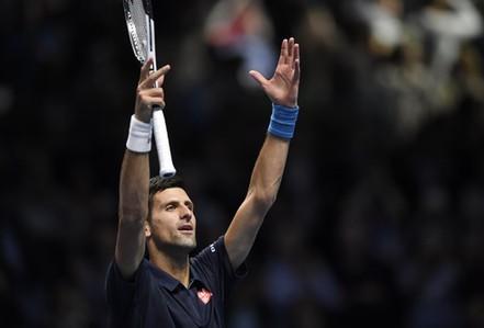 Djokovic vào bán kết sớm, Thiem thắng trận đầu tay