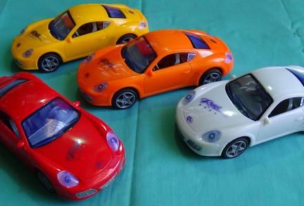 Trộm ô tô...nhựa và con quay đồ chơi, chuẩn bị vào tù