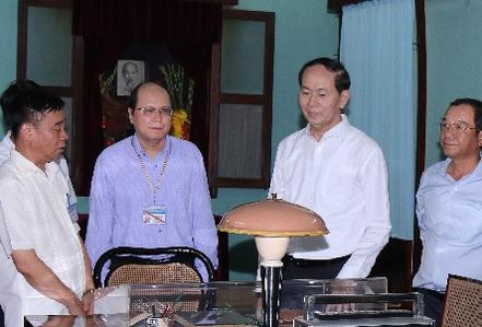 Chủ tịch nước dâng hương tưởng niệm Chủ tịch Hồ Chí Minh