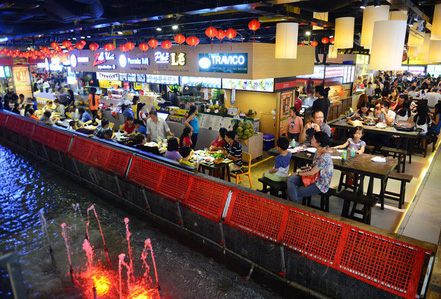 """Ăn uống dưới phố """"ngầm"""" giữa trung tâm Sài Gòn"""