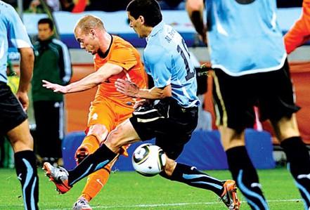Sống nhờ Sneijder