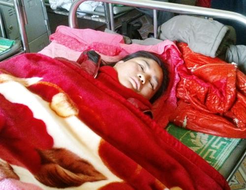 Chị Phạm Thị Thủy đanh điều trị tại Bệnh viện đa khoa huyện Hậu Lộc.
